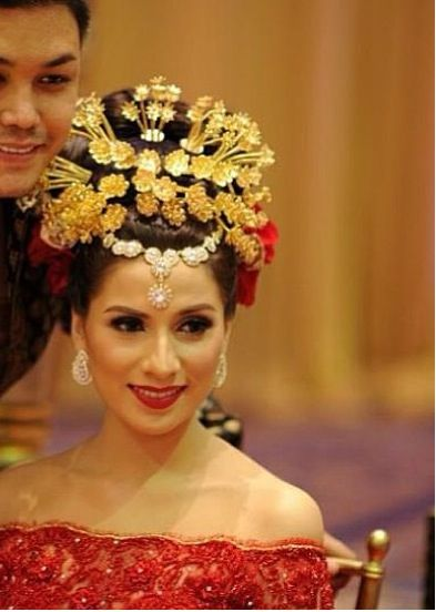 Indonesian wedding. I love it!