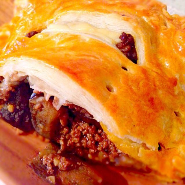 こないだのボロネーゼの上にチーズを乗せました꒰๑꒪⃙⃚᷄ꑣ꒪⃚⃙᷅๑꒱ - 70件のもぐもぐ - ミートソースdeミートパイ by satomi330