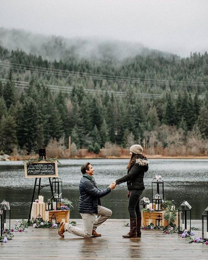 Surprise marriage proposal | Romantic proposal ideas | fabmood.com #engagement #engagementsession #engagementshoot #marriageproposal