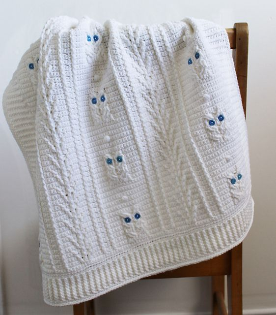 Ravelry: Little Owl Baby Blanket pattern by Julie Lapalme.