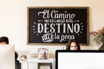 Nueva pizarra en el #estudiowonder con Chalk Lettering #Lettering #Design…