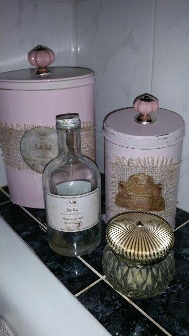 Blikken kringloop,2 kastknopjes ,verf,jute en oude bewaarde etiketten