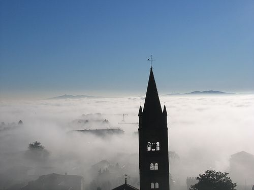 Rivoli - Campanile dell'Antica Collegiata di Santa Maria della Stella  #rivolley #rivoli #volley #pallavolo #castellodirivoli #campanile #antica #collegiata #stella #nebbia #foschia #fog #cloud #nuvole