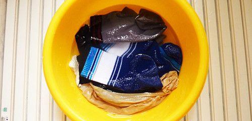 落ちない泥汚れも洗濯でスッキリ!効果的な落とし方とおすすめの洗剤を紹介 [ママリ]