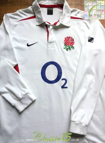 Relive England's 2003/2004 international season with this vintage Nike home long sleeve rugby shirt.