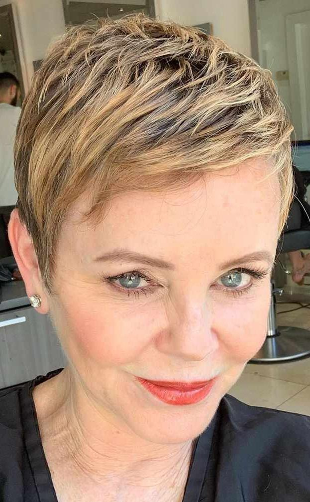 Short Hairstyles For Women In 2020 Short Hairstyles For Women Short Hair Styles For Round Faces Short Hair Styles