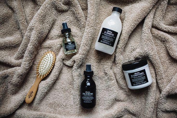 Выбор недели — любимая многими поклонниками марки Davines линияOI, созданная для абсолютной красоты любого типа волос.Как тут можно устоять? Мы попробовалишампунь, кондиционер, молочко и масло. Все продукты линии OI содержат масло рукку, растения из лесов Амазонии, также известного под названием аннато. Очень богатое бетакаротином (в аннато содержится в 100 раз больше бетакаротина, чем в моркови),...
