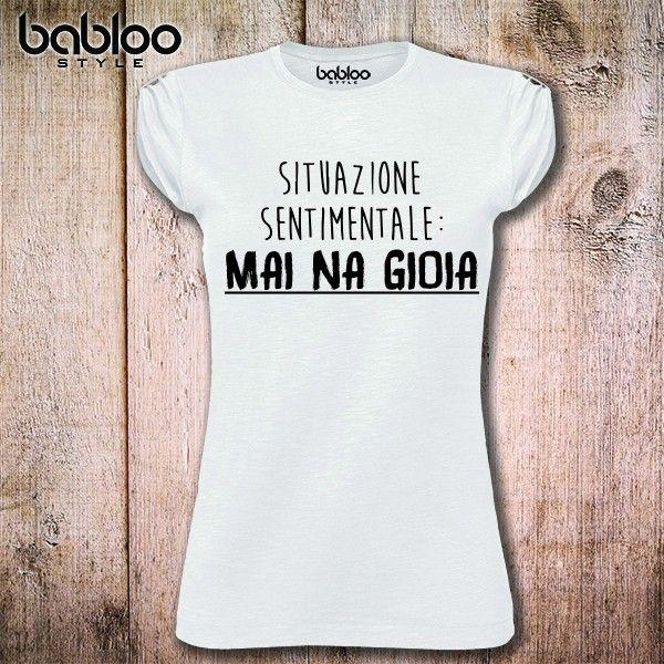 Anche d'estate. Per essere coerenti. #mainagioia #maiunagioia #neverajoy #disagio #estate #magliette #tshirt #umorismo #cinismo #sarcasmo #ironia