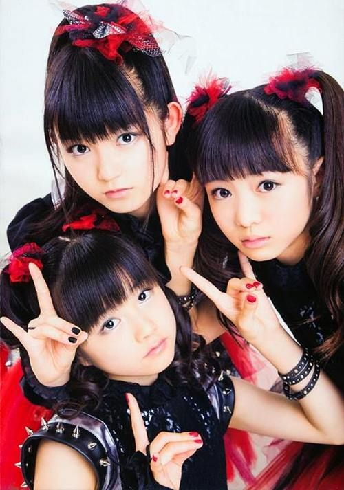 BABYMETAL. Favourite songs = Rondo of Nightmare, Megitsune, Catch Me If You Can, Babymetal Death