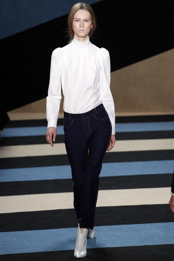 Derek Lam Fall 2016 Ready-to-Wear Fashion Show - Julie Hoomans