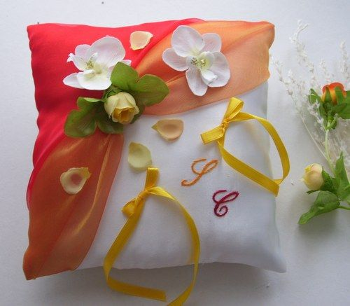 "COUSSINS ALLIANCES - Coussin alliances ""pétales de rose"", drapé organza double rouge/orange"
