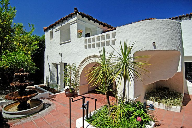 Charlie Sheen's Mediterranean-Style Home in L.A.  by hookedonhouses on October 29, 2009