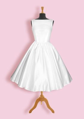 Simple, but elegant vintage style wedding dress from The Honeypie Boutique. http://honeypieboutique.co.uk