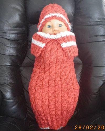 Plusieurs personnes m'ont demandé ce patron. J'ai contacté Mme Fortin et elle me la gentiment envoyé. Bébé sera bien au chaud et content! Taille : Nouveau-né Matériels : Aiguille à tricoter : # 5 circulaire environ 40 cm # 5 double pointes Fibre : Red...