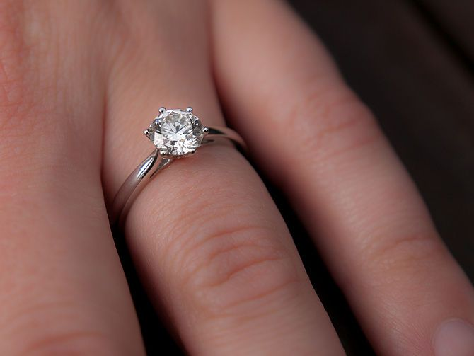 How to Buy an Engagement Ring on a Budget