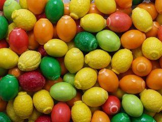 Жев. резинка RUSGUM Цветные лимоны (фигурные) 22 мм 5*300 штук Артикул: 225342 Описание: Жевательная резинка российского производства. Фигурная 22 мм. Цвет: Жёлтый, Оранжевый, Красный, Зелёный. Вкус: Лимон, Лайм.