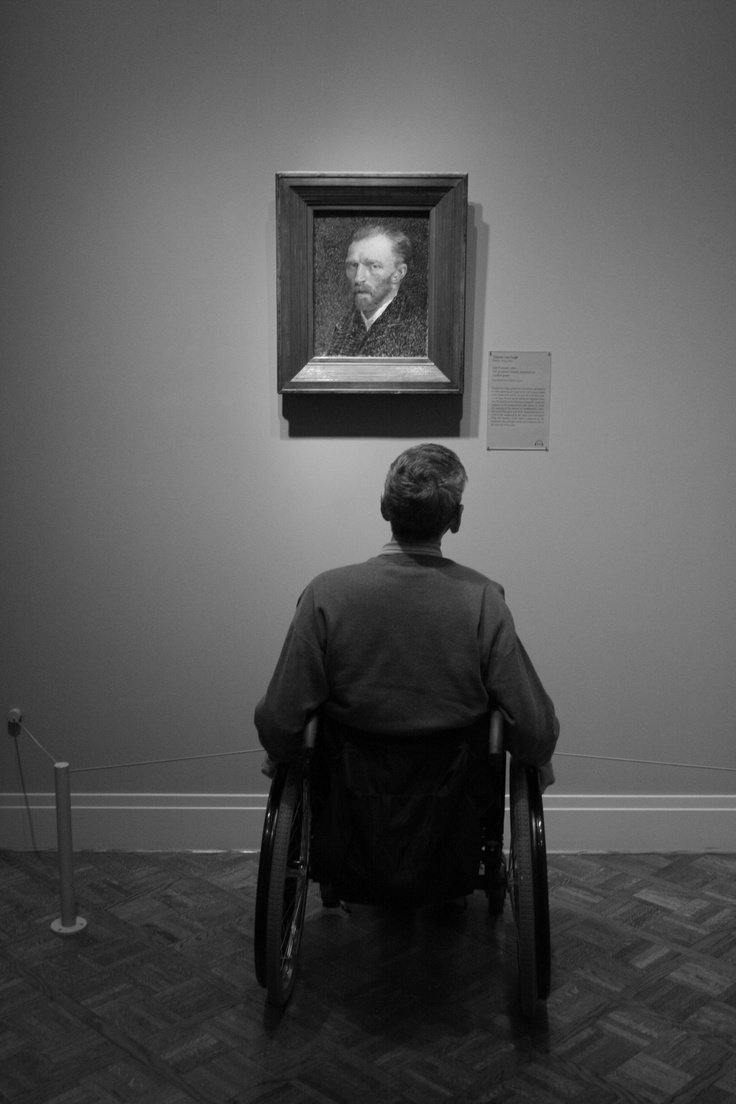 I took this one on the Chicago Art Institute last year... I saw this man staring at that Van Gogh's self-portrait and I was captivated with that scene... it was lovely