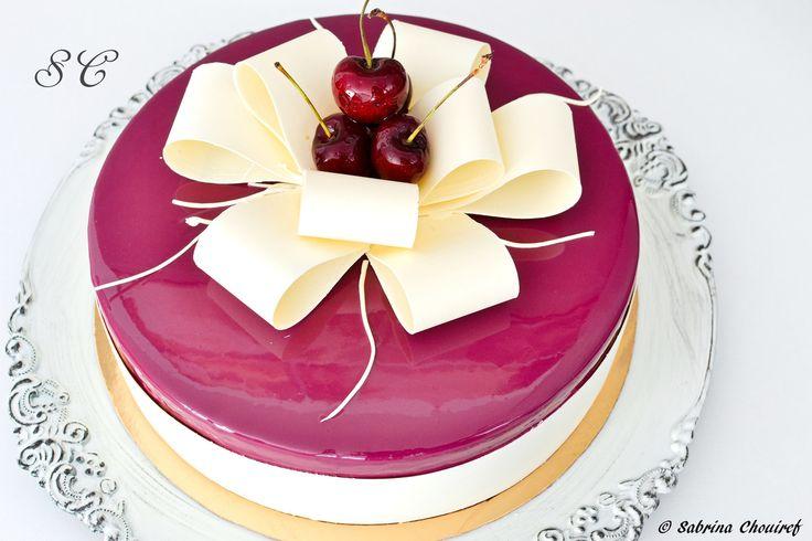 Tadam !! Voici le gâteau réalisé pour ma maman, quand je vais visiter mes parents une pâtisserie s'impose, car j'aime faire plaisir ! Ce gâteau est en réalité une forêt noire revisitée à ma sauce, chez nous on aime beaucoup ! mes enfants, mes parents,...