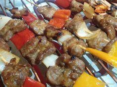 Spiedini di maiale marinato in spezie e salsa di soia - Fidelity Foto