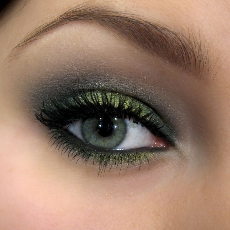 'Welcome Spring' look by Paolla using Makeup Geek's Envy, Pixie Dust and Stealth eyeshadows.