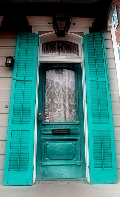 Colorful entry in New Orleans • photo: P. May on Flickr