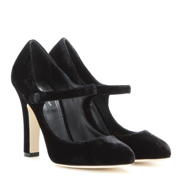 Dolce & Gabbana - Pumps aus Samt - Dolce & Gabbana verleiht den klassischen Mary Jane Pumps einen kontemporären Twist in Form von schwarzem Samt, durch den die femininen Pieces einen luxuriösen Appeal erhalten. seen @ www.mytheresa.com