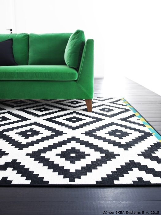 Imprimeul unui covor poate da mai multă viață unei camere www.IKEA.ro/covor_LAPPLJUNG_RUTA