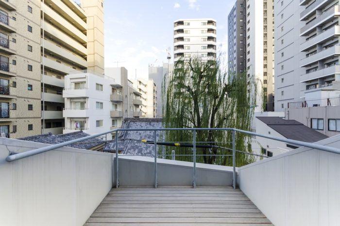 素材 工法 設備にこだわりの工夫都心の狭小地で快適に暮らす 建築物