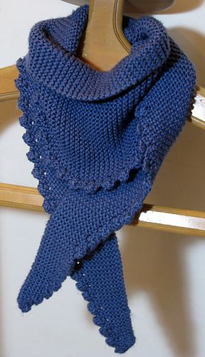 Knitted Scarf Pattern With Pointed Ends : Best 20+ Aran weight yarn ideas on Pinterest Lion brand yarn, Triangle scar...