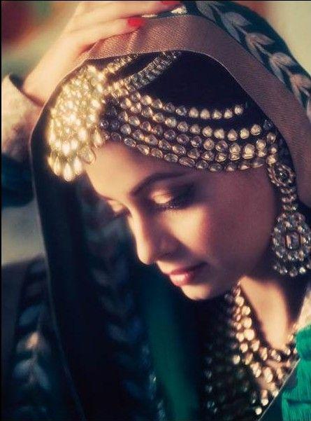 Dia Mirza as Pakeezah's Meena Kumari