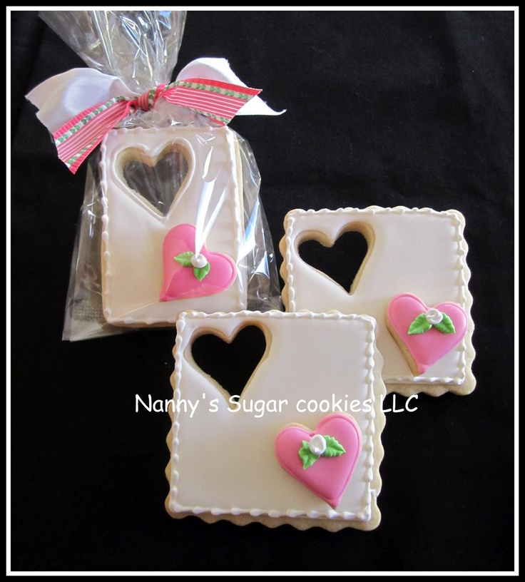 Valentine Cut-out Heart decorated sugar cookies. Cookie decorating for Valentine's Day. Galletas decoradas.