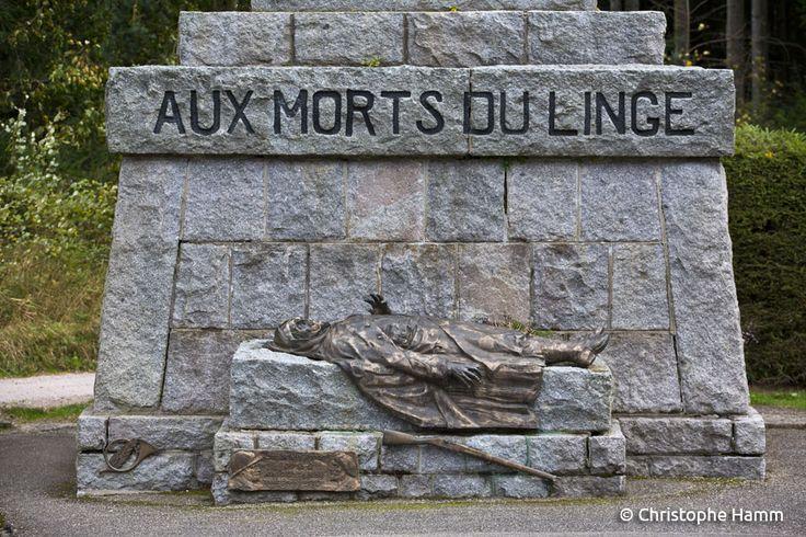 Orbey (68) – Col du Wettstein : Nécropole militaire du Linge - Monument des Chasseurs.  Le monument fut inauguré par le Général Gamelin le 13 août 1939. © Christophe Hamm