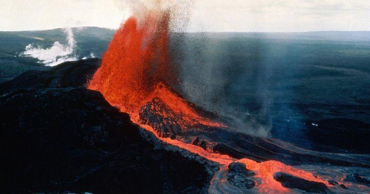 Kīlauea měří 1247 metrů, je součástí pěti štítových sopek, které tvoří ostrov Havaj. V současnosti je jedna z nejaktivnějších sopek na světě a také významná turistická atrakce. Havajané ji ve svých legendách označovali jako místo, kde sídlila bohyně ohně …
