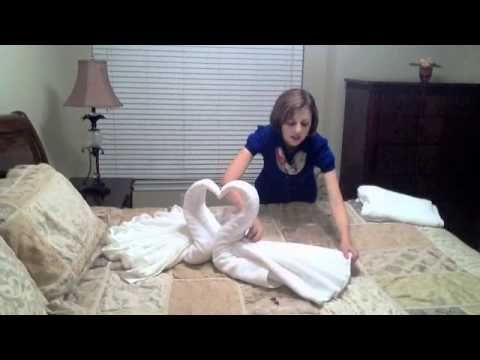 Cisnes de toalha   Você pode conhecer mais sobre meus trabalhos no site www.cristianecardoso.com, busque a seção de artesanato na lateral direita.