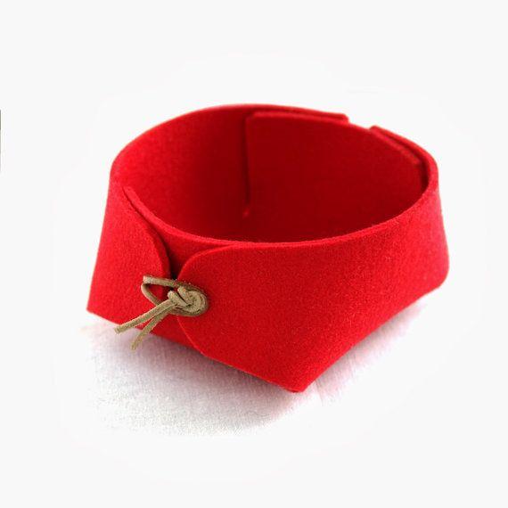 Schön und einfach Japanisch inspiriert fühlte Stifthalter oder Filz Aufbewahrungskorb mit Leder Schnur Verbindungselemente. Verwenden Sie die Filzen Schalen rund um das Haus für Schmuck, Schlüssel, Münzen oder im Grunde jede Kleinigkeit, die ein Haus benötigt.  Größen (Klein - Durchmesser 10 cm 4 Höhe 6 cm /2.4) (Mittel - Durchmesser 13 cm /5.1, Höhe 7 cm 2.8) (Groß - Durchmesser 17 cm /6.7, Höhe 8,5 cm /3.3)  Benötigen Sie eine größere Größe bitte werfen Sie einen Blick h...