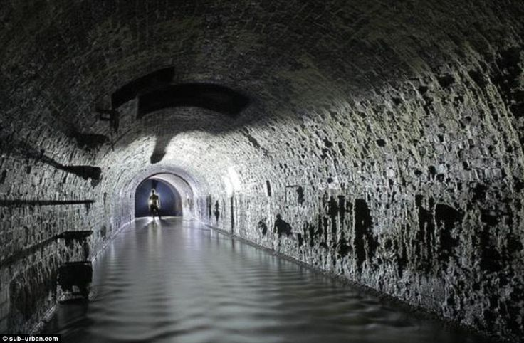 """The fascinating history of the River Fleet/ Fleet Ditch/ Fleet Street/ Fleet Sewer """"Even today there are stories of wild pigs living on its hidden shores"""" !!!"""