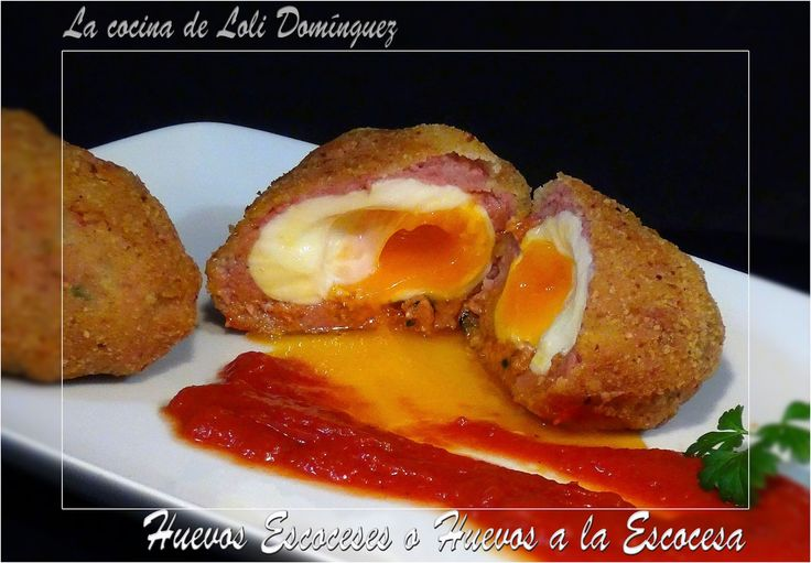 Se trata de huevos duros envueltos en carne de salchicha que van luego rebozados y fritos, se pueden hacer diferentes versiones de esta receta, en vez de salchicha, le puedes poner la carne que más te guste de una u otra forma quedan riquísimos, estos ¡Huevos Escoceses o Huevos a la Escocesa! Receta en el Blog: https://lacocinadelolidominguez.blogspot.com.es/2016/05/huevos-escoceses-o-huevos-la-escocesa.html  Videoreceta: https://www.youtube.com/watch?v=DD_IRY75Uo4