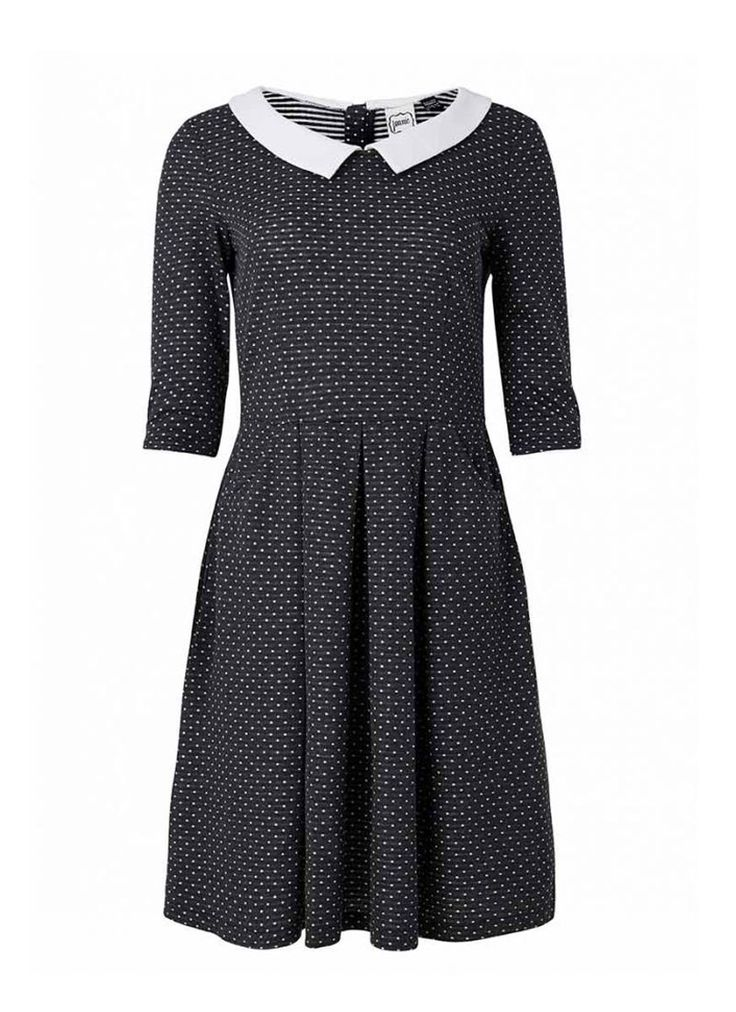 Clara is the ultimate polka dot dress for the day - in a vintage-inspired fit and flare shape with a contrast peter pan collar, plus pockets!