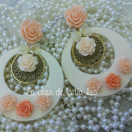 Pendientes flamencos en tonos pastel y coral.