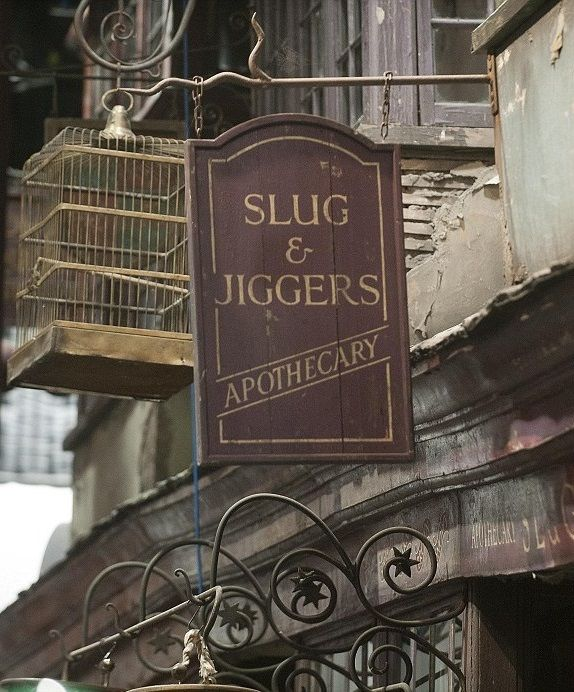 Slug & Jiggers Apothecary - Diagon Alley