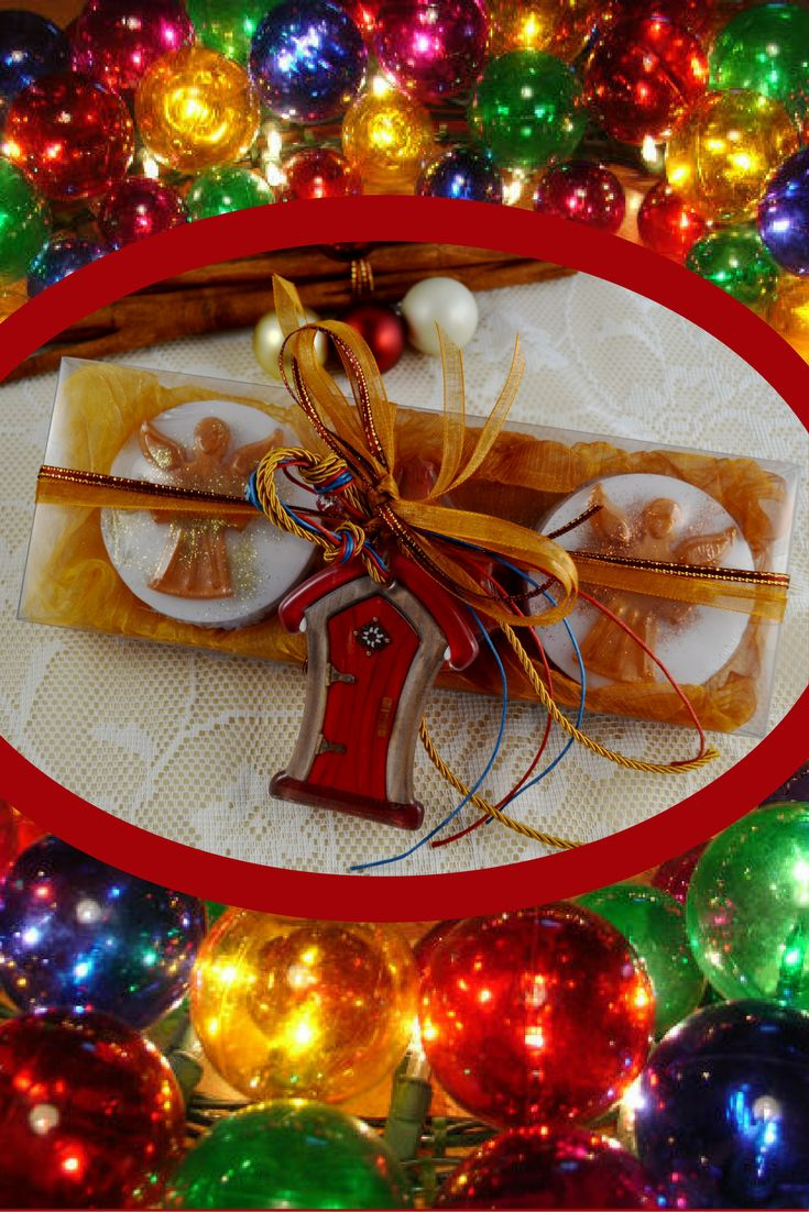 Christmas Handmade Gift Pack in Golden-Bronze Color, containing 3 handmade Festive Luxury Soaps (two white ones with Christmas shapes, one red shaped as Christmas tree ) and a lovely handmade glass Christmas Charm for Good Luck in the packaging. The soaps' scent is pomegranate and berry, a delicious fragrance with traditional festive notes!   The glass Christmas Charm for Good Luck is handmade by a Greek Artist and you can use it to decorate your Home or your Christmas tree!