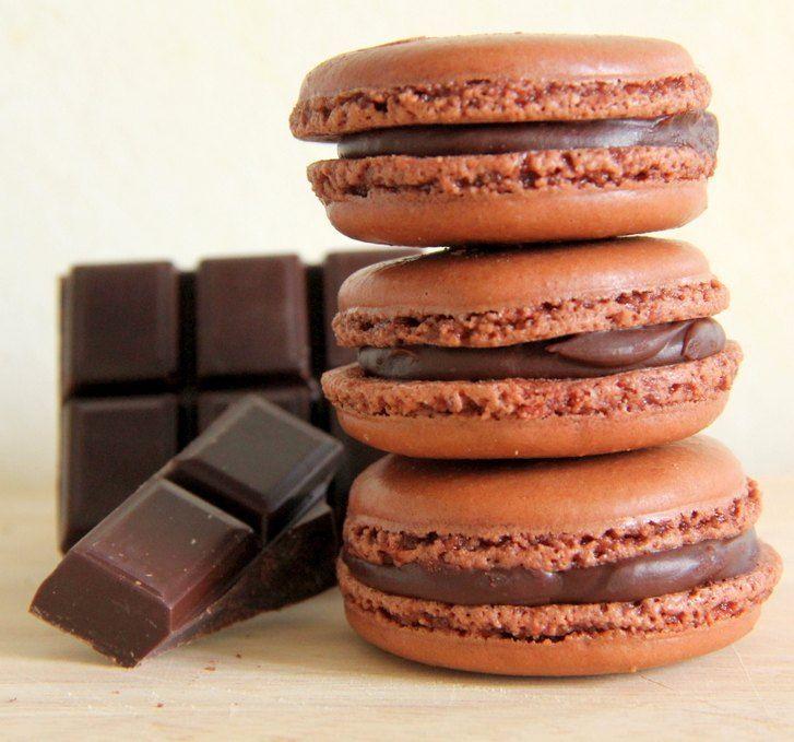 En ünlü Fransız tatlılarından makaron (Macaron), meyveli, kahveli, bademli, fındıklı birçok tarifi olan bir tür mini sandviç pastadır. Çikolatalı tarifi...