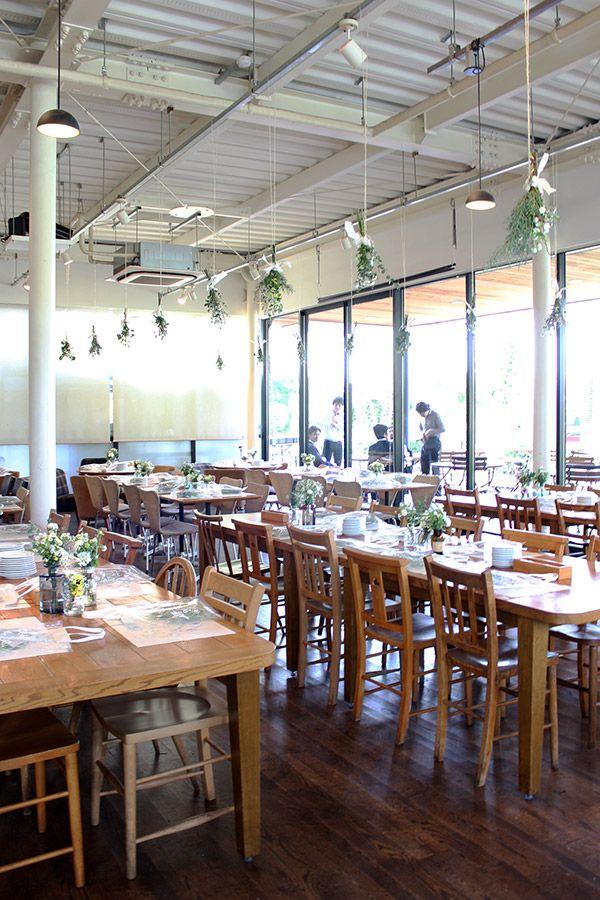 豊洲にあるCAFE HAUS [ カフェハウス ]さんでのガーデンウェディングをイメージした、グリーンたっぷりのナチュラルな会場装花 です。 wedding,reception, party,decor, natural, green,garden,centerpiece