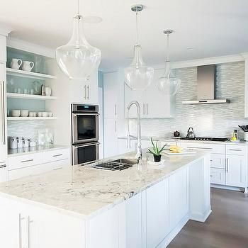 Bianco Romano Granit, Çağdaş, mutfak, Benjamin Moore Woodlawn Mavi, Mandy Brown Mimarlar