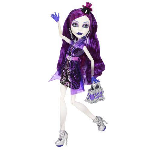 Papusa Monster High Spectra Vondergeist e gata de o seara inspaimantator de distractiva in Petrecerea Vampirilor!  Arata infiorator de chic intr-un costum in nuante de negru si violet, poseta si pantofi argintii.