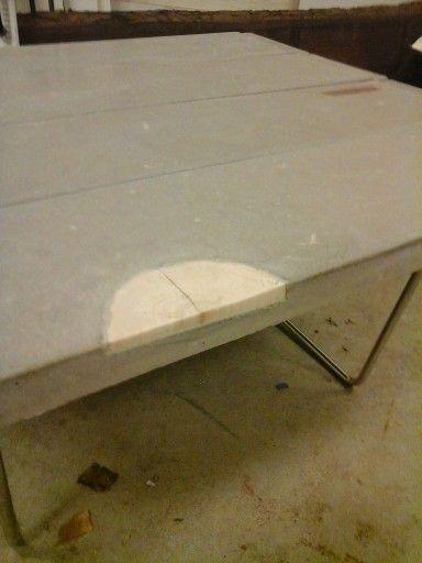 Beton plankebord med indstøbt træ