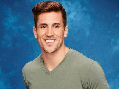 Jordan Rodgers, the Packers QBs little brother whos currently on ABCs The Bachelorette and one of the four remaining contestants competing for JoJo Fletchers heart, said in Mondays episode, Me and Aaron really dont have much of a relationship. Wait, what