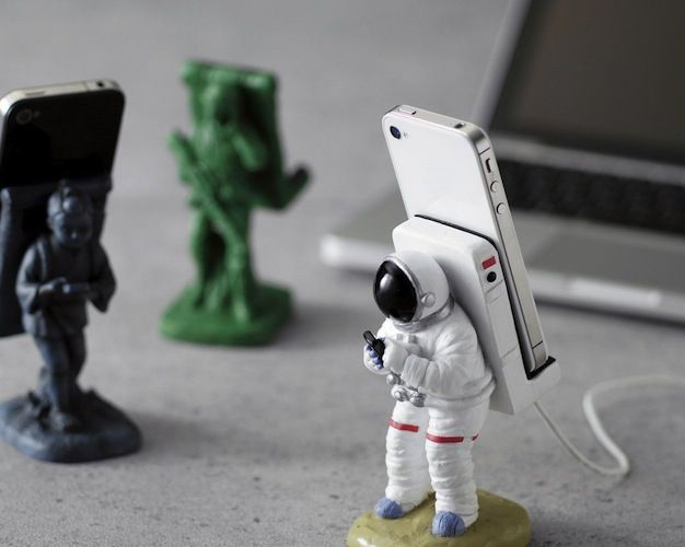 Because astronauts are cool, here's a heavy and sturdy smartphone mount shaped like one that will add a special touch to your workspace. I