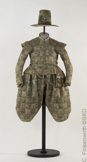Figurine für das Landschaftskleid von Kurfürst Johann Georg I. von 1611, i.0008…