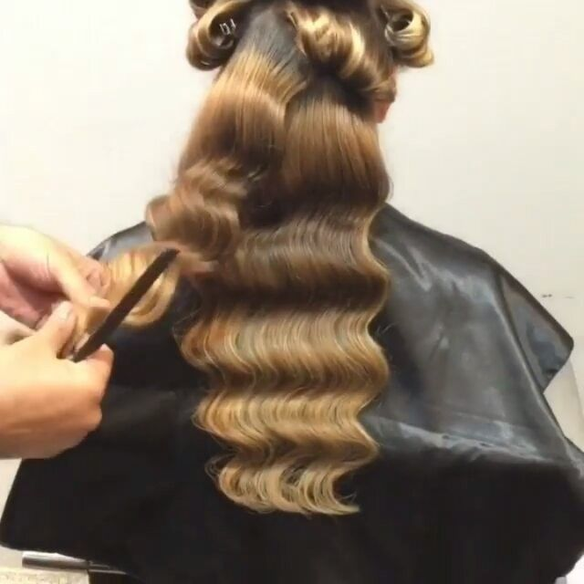 Как делаются голливудские волны  #longhair #blondhair#blackhair #brownhair #colorhair #iloveit #love #cabelolongo #cabelo #cabelos #cabelosdivos #cabeloloiro #californianas #amo #amei #adorei #instahair #cabeleireiro #cabeleira #luzes #ombrehair#hairs #hair #hairstylist #haircolour #hairvideo #haircut#penteados#grey